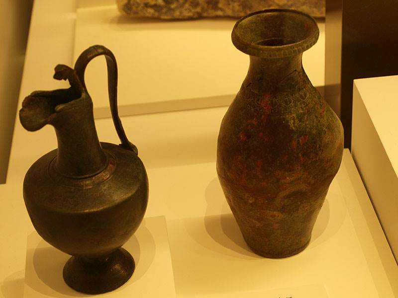 A pair of 1st century BC bronze Italic jugs (Malaga Archaeological Museum)  data-caption=