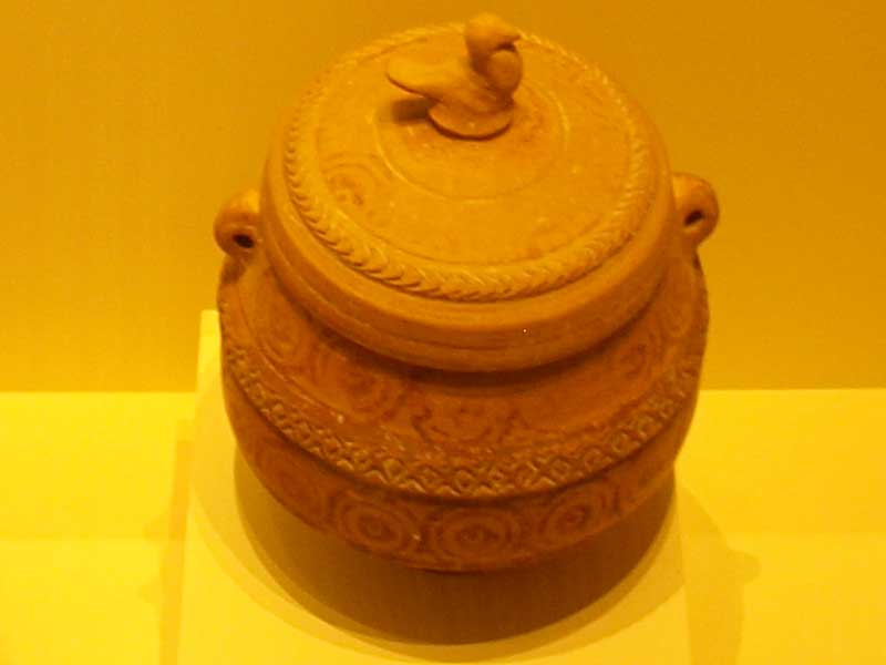 Pixis – 4th – 3rd century BC, wheel thrown pot. Found at Toya, Peal de Becerro